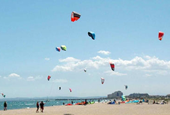 Kitesurf in the beach of Rubina in Empuriabrava